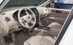 2014-Nissan-Pathfinder-Hybrid-interior1