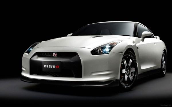 2015-Nissan-GT-R-Nismo-21