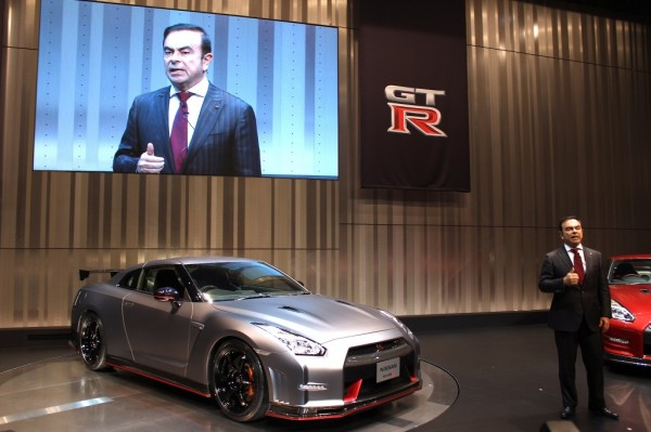 nissan-ceo-carlos-ghosn-introducing-the-2015-nissan-gt-r-nismo-prior-to-the-tokyo-motor-show_100446465_l