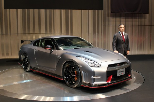 nissan-ceo-carlos-ghosn-introducing-the-2015-nissan-gt-r-nismo-prior-to-the-tokyo-motor-show_100446468_l