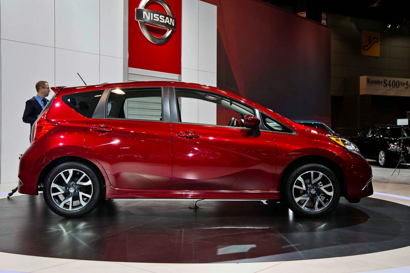 2015 nissan versa note sr debuted at chicago auto show. Black Bedroom Furniture Sets. Home Design Ideas